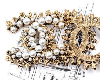 47 mm Aged Gold toned Metal Acrylic Pearls Sew on Brooch/Adornment, Stamped