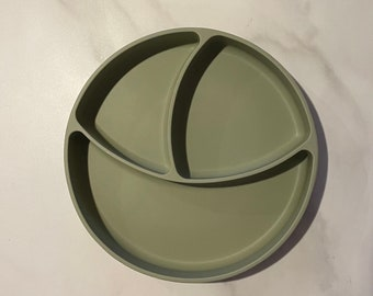Silicone suction plate with divided sections - baby weaning