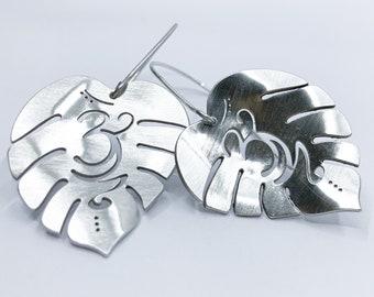 Om in leaf' 925 silver, medium, earrings