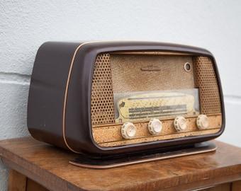 Vintage TSF radio, Bakelite radio, old TSF radio, retro, interior decoration, old radio, 50's