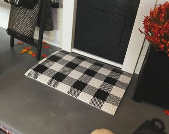 Dollhouse Layering Doormat for 1:12 Miniatures   Doormat Layer for Dollhouses   Buffalo Plaid White