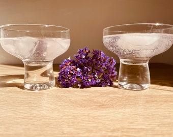 Very stylish vintage coupe champagne/cocktail glasses x 2