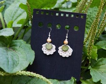 Crochet earrings - green and ecru // Crocheted earrings - green & ecru