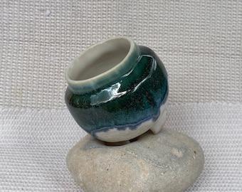 Stoneware 'new forest' glazed mini planter with single drainage hole and 3 legs.