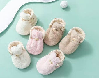 Furry baby booties , infant winter shoes, baby shower present, outdoor baby shoes, baby girl booties, baby boy booties, newborn shoes