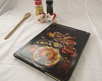 Microwave Cookbook 101 Microwaving Secrets by Barbara Methven 1982