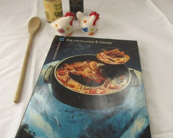 Microwave Cookbook - The Microwave and Freezer by Barbara Methven 1982