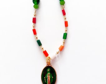 Necklace with enameled religious medal, of the Virgin Mary Milagrosa green, and multicolored glass golden plated chain Scapulars