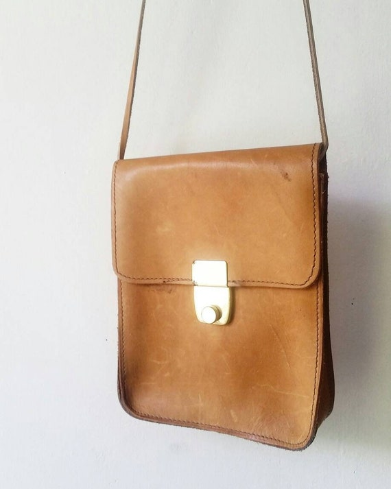 Vintage Natural Leather Minimalist Crossbody purse. Vintage  e5add2e9e8330