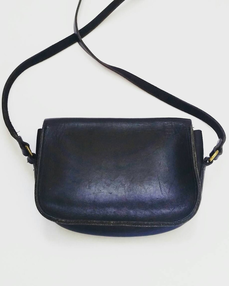 Black leather crossbody purse. Vintage Black Leather crossbody  80951f80a0bcf
