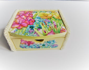 Little girls Jewelry Box with Mirror and One Drawer, Earring Box, Yellow Floral