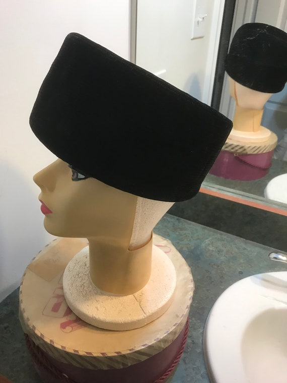 Vintage Lecie Black Velvet Pill Box Hat