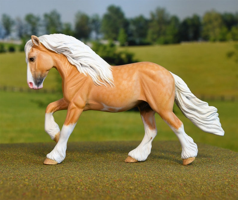 Palomino Gypsy Vanner Resin Model Horse  Stablemate Scale image 0