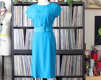 blue green shift dress with matching belt, vintage Leslie Fay, womens medium, slinky midi with cap sleeves