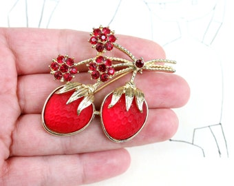 vintage frosted glass strawberries brooch pin by Sarah Coventry, red and gold with rhinestones -  Strawberry Festival