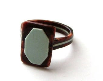 vintage celluloid ring, size 7.5 / 7.75, pearloid marbled brown with robins egg blue inlay folk art
