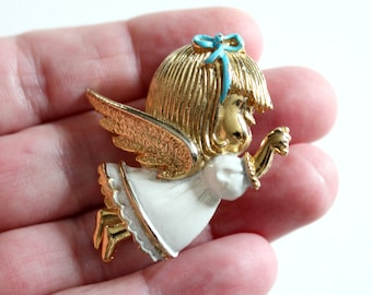 vintage Lil Angel Christmas brooch pin by Sarah Coventry