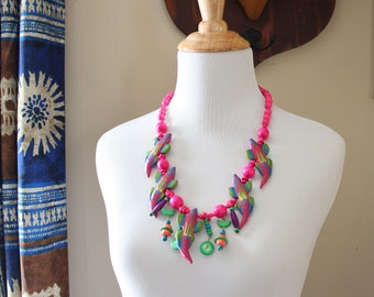 80s vintage hot pink lizard necklace, southwest wood animal totem