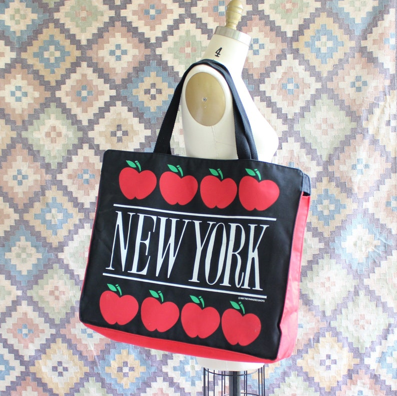large 1980s vintage New York tote bag from The Paradies Shops image 0