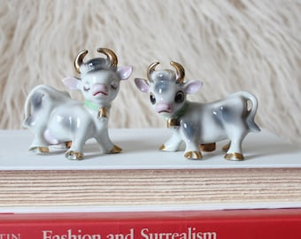 cute vintage cow salt and pepper shakers with gold horns, made in Japan