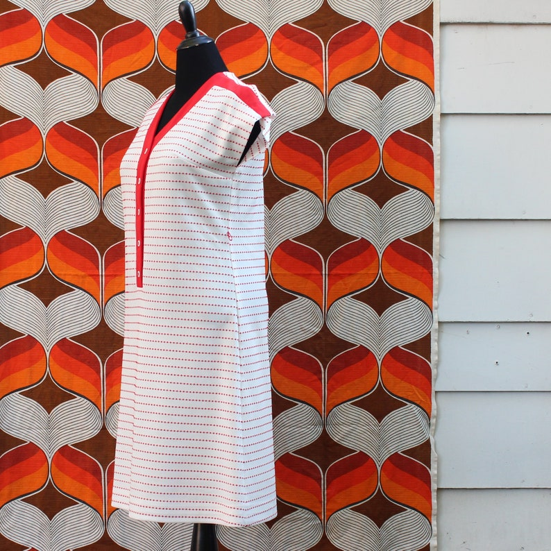 1970s vintage dress approx medium large red and white stripe shift with cap sleeves