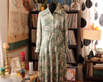 womens large drop waist shirt dress . green floral dress with pleated skirt . volup vintage 60s 70s dress
