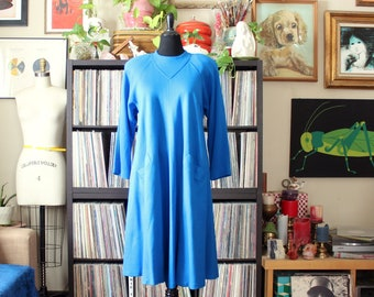 cerulean blue vintage 80s swing dress, wide a-line sweep, shoulder pads, raglan sleeves, tag size 16