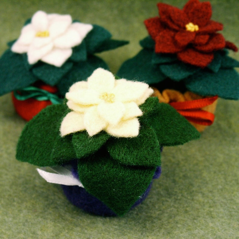 Made to order  Mini felt poinsettia Small bottlecap image 0