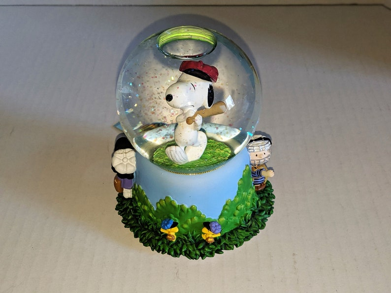 Peanuts Charlie Brown with Baseball Glove Ceramic Figurine with Base NEW BOXED