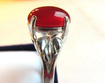 2.180 Carats 10x8mm Carnelian Red Agate Cabochon Sterling Silver Leaf Motif Ring