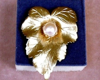 Vintage Sarah Coventry Pin Brooch Gold Tone Leaf with Pearl