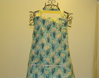 Medium or Large Adult Apron with Daffodils (# 475 #107)
