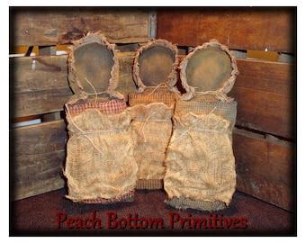 ePattern~Primitive Simple Black Prairie Doll Ornies Bowl Fillers
