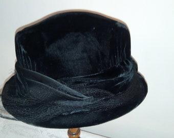 Vtg French Hat c1950 ~ Black Velvet & Silk Ribbon Spot Net ~ Chic elegance ~ Goth Widow Steampunk Costume ~ Mid Century Mode Fashion ~ 1950s