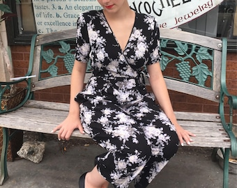 1980's FLORAL Rayon Jumpsuit/ Black & White 80s Hipster Jumper / Size Small