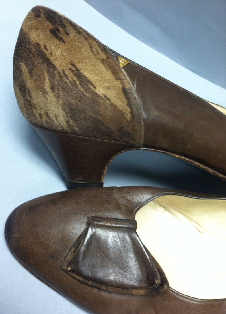 205946d52f075 1980's GUCCI DESIGNER, Italian Leather, Low Heel Shoes, Double GG Logo,  size 8 1/2 or 38 1/2