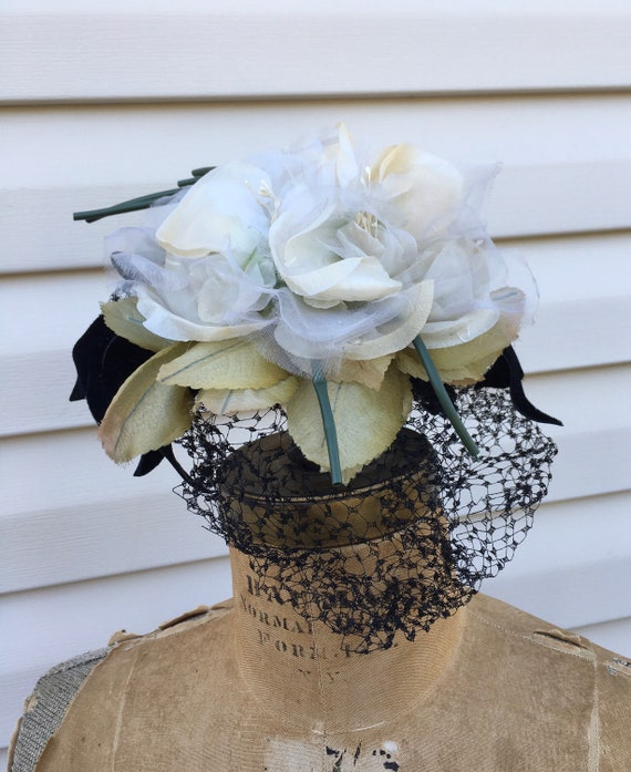 White 1950's Silk Flowers Fascinator, Floral 50s … - image 8