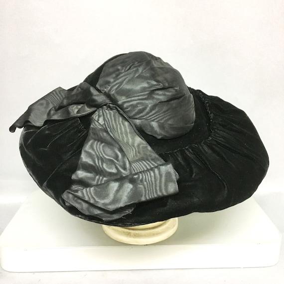 97bdf3af42a43 Vintage 1920 s WIDE BRIMMED Velvet Hat   Black Peaux de
