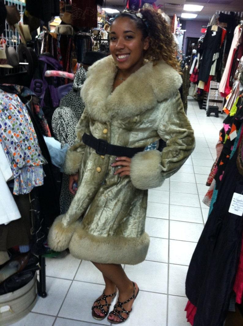 Retro Vintage 1960/'s 60/% off Sale Size Med Jacket 70/'s Crushed VELVET w Real Fur Coat