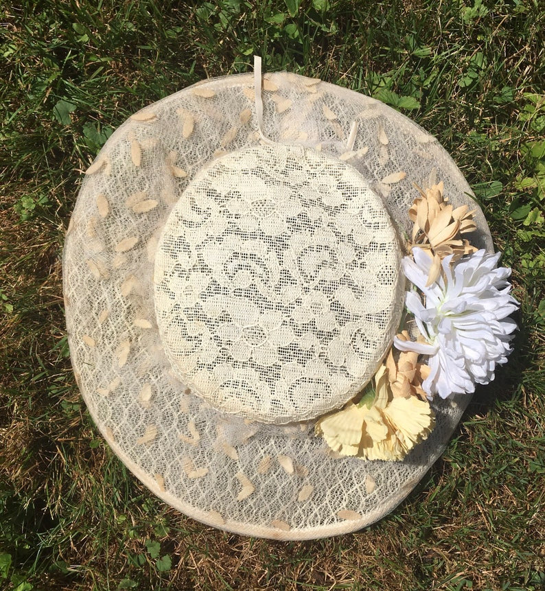 Vintage 1950/'s Cream Lace WIDE BRIM Hat with Flowers