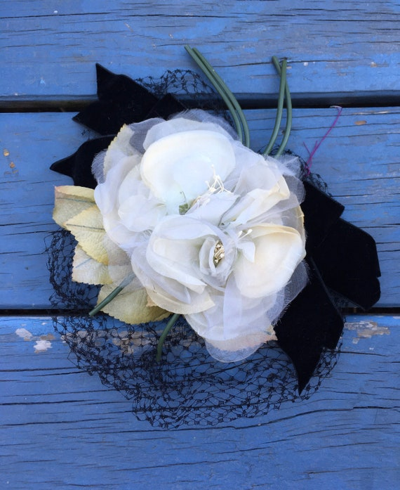 White 1950's Silk Flowers Fascinator, Floral 50s … - image 2