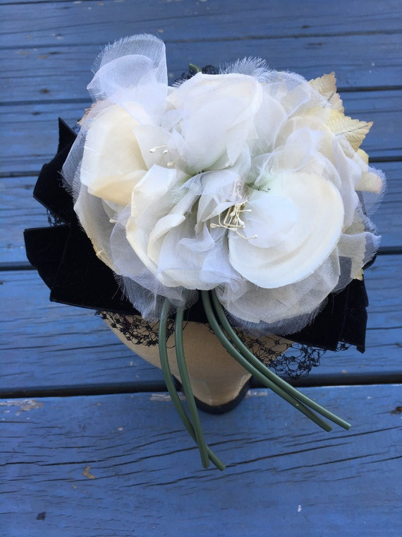 White 1950's Silk Flowers Fascinator, Floral 50s … - image 9