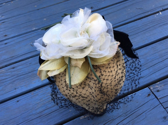 White 1950's Silk Flowers Fascinator, Floral 50s … - image 1