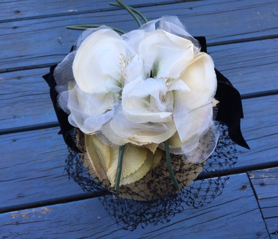 White 1950's Silk Flowers Fascinator, Floral 50s … - image 4