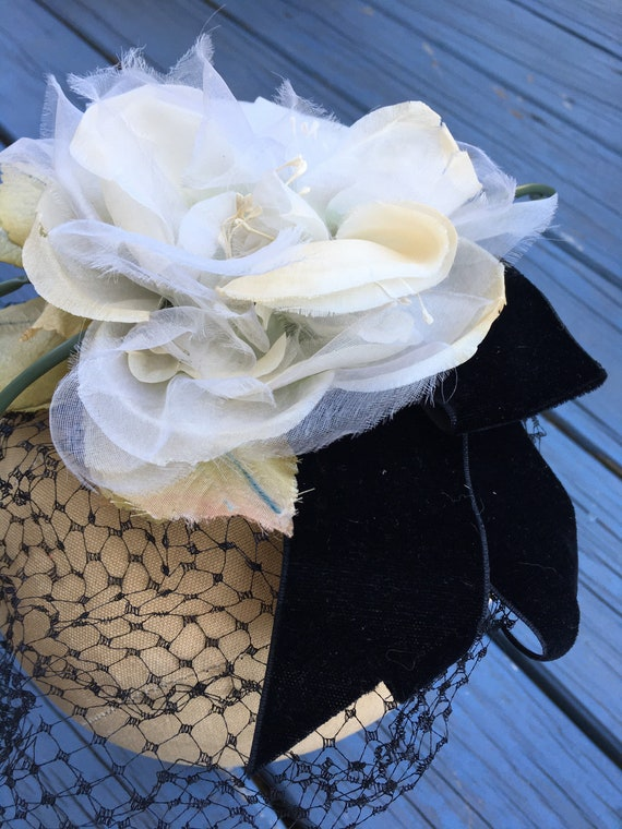 White 1950's Silk Flowers Fascinator, Floral 50s … - image 6