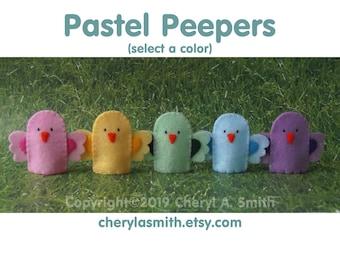 Pastel Peeper Finger Puppet - Bird Finger Puppet - Springtime Puppet - Felt Chick Puppet - Felt Easter Puppet