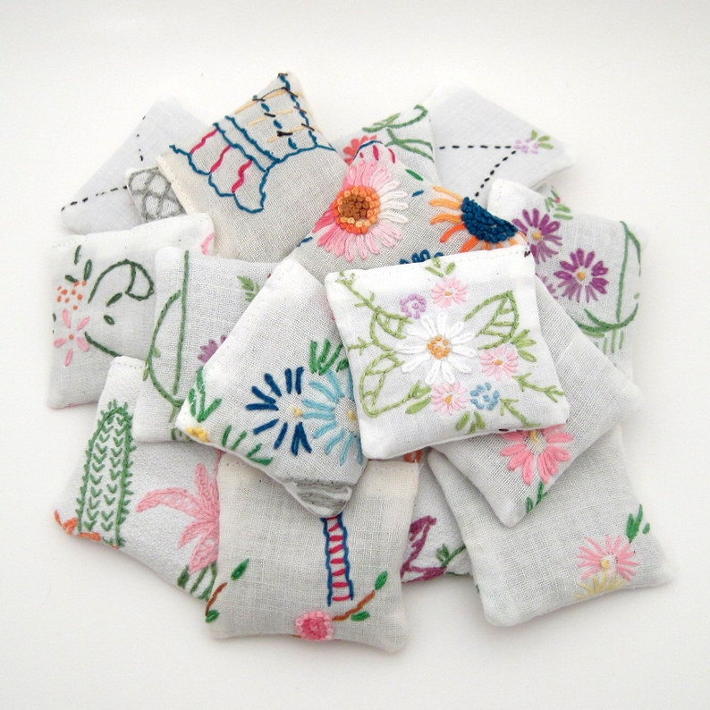 30 Dried Lavender Sachets  Embroidered Sachets  Wedding image 0