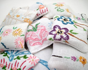 5 Dried Lavender Sachets - Embroidered Sachets - Stocking Stuffers - Vintage Linens - Packaging - Party Favors
