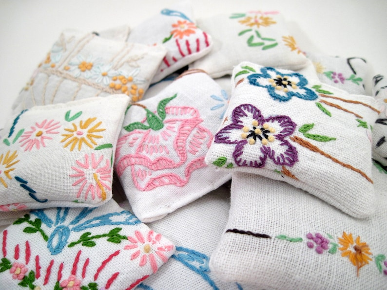 5 Dried Lavender Sachets  Embroidered Sachets  Stocking image 0