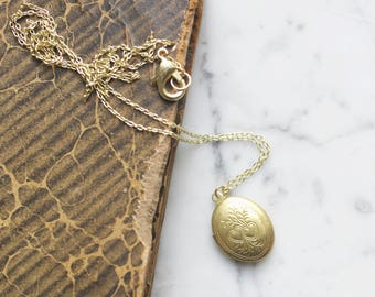 Vintage Oval Locket Necklace